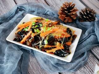 凉拌木耳胡萝卜粉丝,一款美味下饭的家常凉拌菜就完成啦!