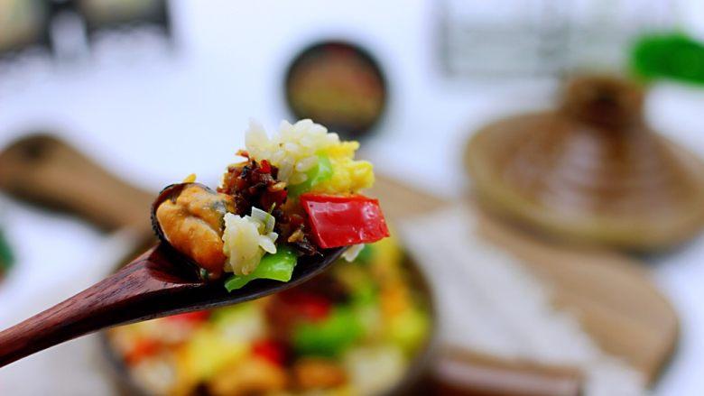 海虹蒜苗什锦蛋炒饭,味道不要太好吃,鲜掉眉毛没人管呀。