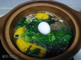 排骨玉米炖豆腐皮菠菜