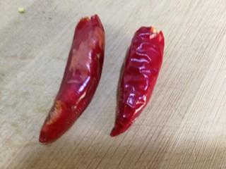 肉炒荷兰豆,准备两个朵椒,