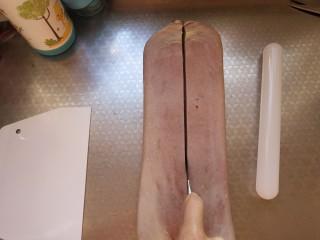 豆沙大理石纹吐司,从中间分割,一共分成4条