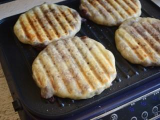 红豆饼,两面煎金黄