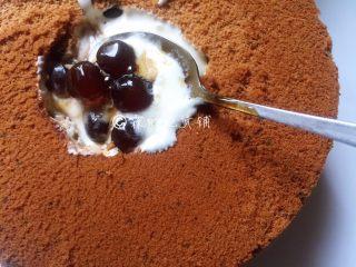 网红的爆浆珍珠蛋糕,再加入几粒珍珠。