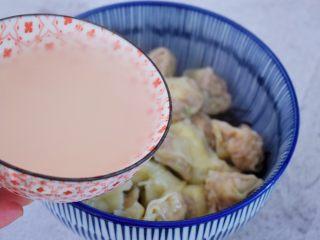 酸汤馄饨,再加入2碗煮馄饨的水
