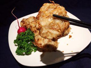 日式炸鱼饼,食用时可蘸胡椒盐!