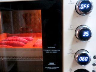 美颜美味~双重诱惑滴面包【草莓夹馅甜心包】,放入烤箱发酵。选发酵功能,35度60分钟