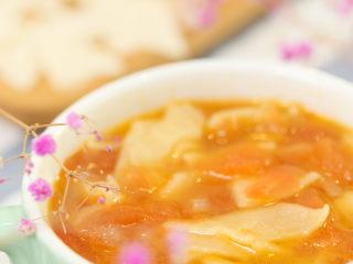 番茄面片12m+:酸甜开胃又营养!,煮好出锅,可以在关火后滴几滴核桃油哦~ 一碗酸酸甜甜的番茄面片,开吃吧