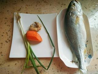 清蒸黄花鱼,准备食材