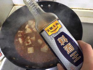 麻婆豆腐,加入料酒
