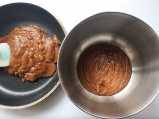 枣泥奶冻蛋糕卷,先取150克红枣泥放容器内放一旁备用