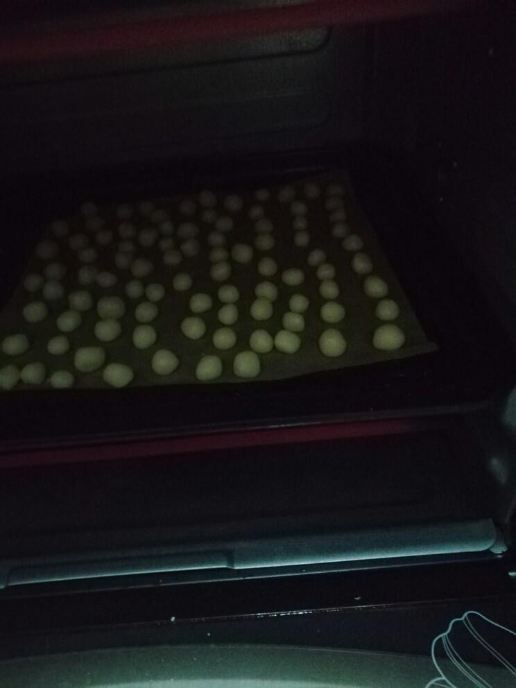 小馒头,倒入烤箱150°烤十分钟(时间根据自家烤箱温度来调)烤至表面金黄即可