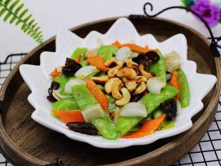 腰果百合荷兰豆小炒,吃上一口超级满足。