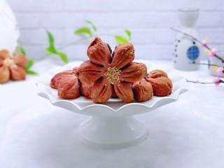中式甜点~蜜豆桃花酥,香酥可口,好看又好吃。