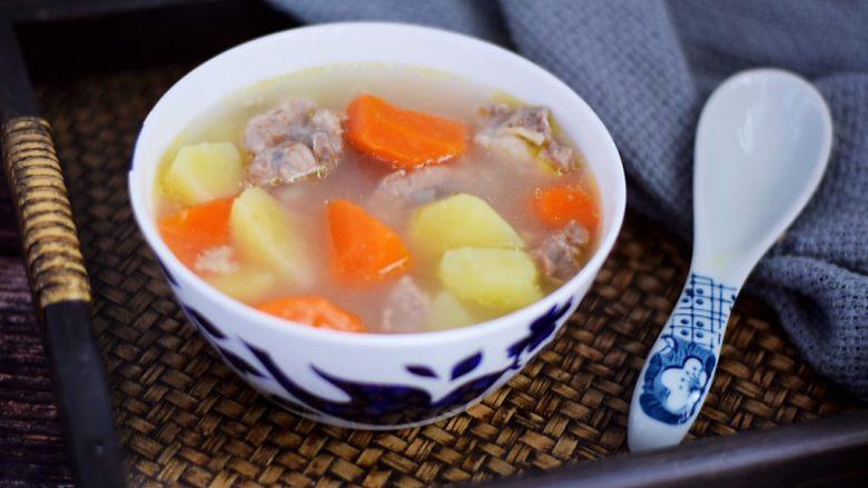 猪骨土豆胡萝卜汤,成品图