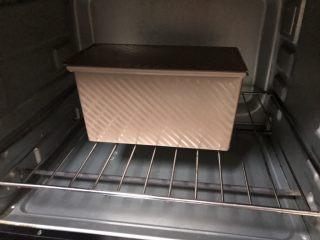 超简易吐司,烤箱预热150度,中下层,上下火,烤40分钟