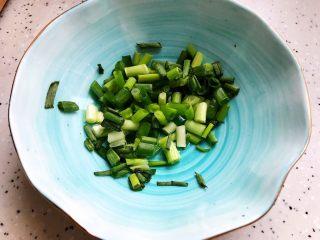 冬笋菌菇排骨老鸭煲(高压锅版),小葱洗净之后切圈