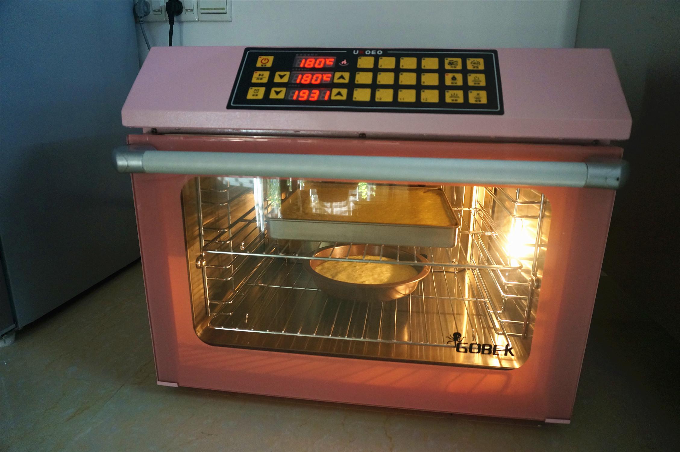 丸久小山园名物蛋糕卷--抹茶,风炉180度提前预热,预热好后,放入烘烤20分钟左右。出炉后倒扣到冷却架上,撕去底部的油布,将蛋糕翻转,正面朝上放置冷却至温温的状态。</p> <p>