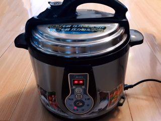 自制蜜豆,盖上锅盖,煮30分钟