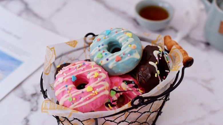 巧克力蛋糕甜甜圈
