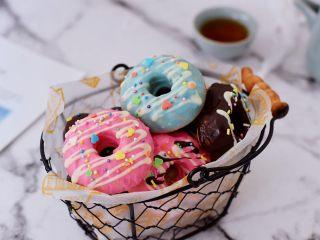 巧克力蛋糕甜甜圈,成品图