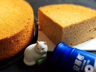酸奶咖啡蛋糕,切开后的蛋糕是不是很有食欲。