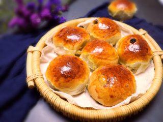 葡萄干早餐小面包,把模具放入预热好的烤箱里,上下火170W,烤30分钟(忘记烤箱图)