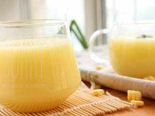 米香玉米汁(豆浆机版),大月龄的宝宝,可以单独作为早餐或者晚餐的饮品哦!搭配小饼,发糕类面食刚刚好,记得给宝宝额外搭配蔬菜蛋类肉类等。