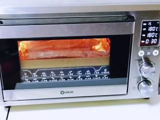 香辣孜然烤鱼,上下管180度烤30分钟。(具体时间及温度根据自家烤箱性能另定)