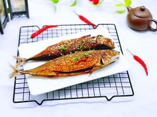 香辣孜然烤鱼,出炉啦!特别特别香。青鱼的肉质比较有嚼劲。