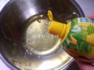 舒芙蕾松饼,蛋清里滴入柠檬汁