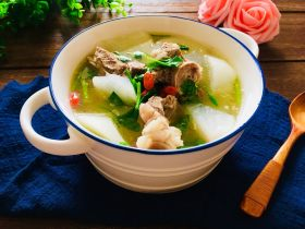 清炖带骨羊肉汤