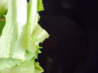 家常菜+清炒油麦菜,放入油麦菜