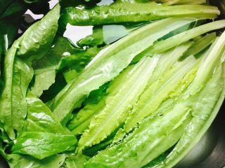 家常菜+清炒油麦菜,将油麦菜清洗干净