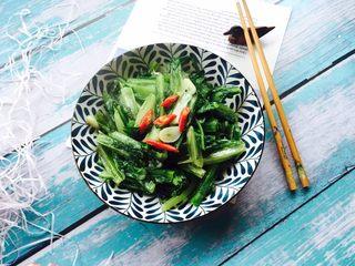 家常菜+清炒油麦菜,起锅装盘,小米椒装饰
