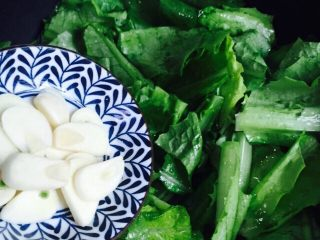 家常菜+清炒油麦菜,放入蒜片