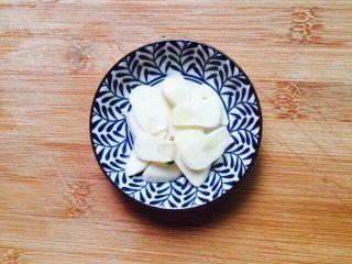 家常菜+清炒油麦菜,大蒜去皮切片备用