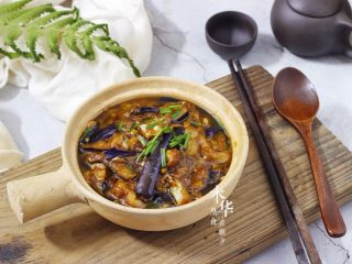 咸鱼茄子煲,一家人抢饭吃的一道菜,成品图。