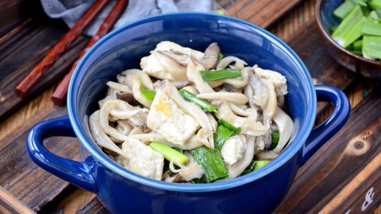 平菇豆腐,下饭菜出锅了。