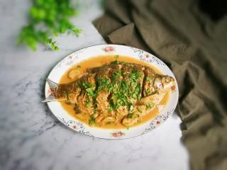 白酒香菜鳊鱼,出锅盛盘