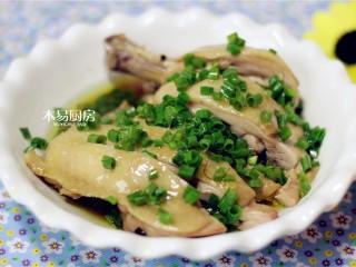 葱油鸡,鸡腿这样做,葱香浓郁,柔嫩香滑,味道很好。