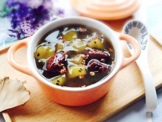 家乡味+花生疙瘩汤,盛在器皿,撒上干桂花