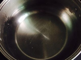 家乡味+花生疙瘩汤,汤锅加入饮用水大火烧开