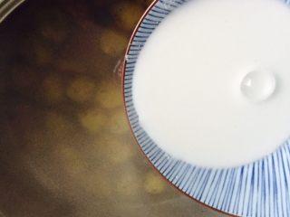 家乡味+花生疙瘩汤,倒入淀粉水勾芡