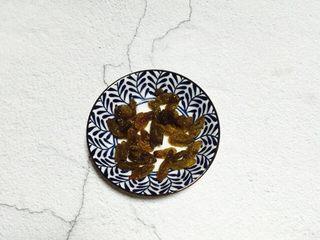 家乡味+花生疙瘩汤,葡萄干清洗干净沥干水分备用