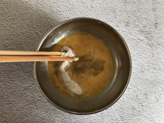 香酥鸡肉条,在裹上一层鸡蛋液