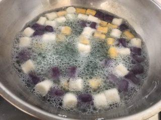 自制鲜芋圆,5分钟后浮起即可捞出来