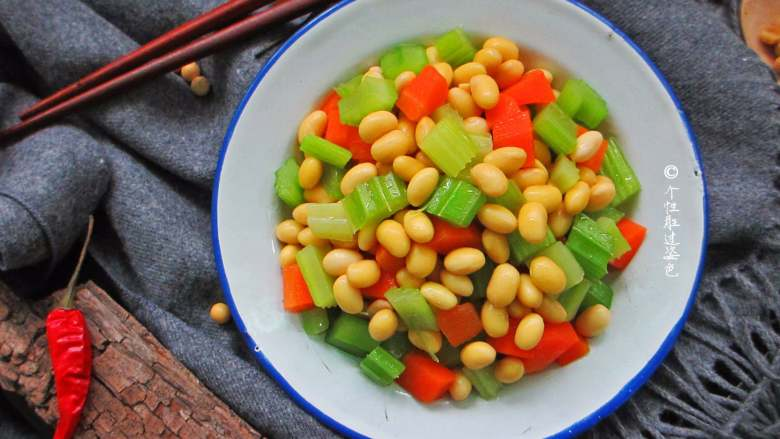 西芹拌黄豆