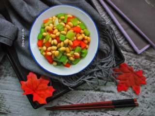 西芹拌黄豆,佐酒做粥都很棒的哦。
