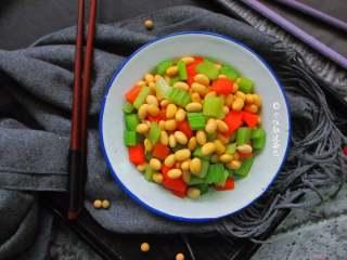 西芹拌黄豆,爽口小咸菜,喝稀粥的时候吃,清淡美味