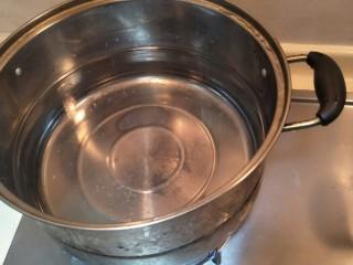从零开始包馄钝—荠菜冬笋虾皮鲜肉馄钝,煮一锅水。